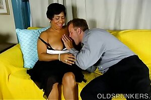Chubby black mature babe is such a hot fuck