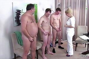 German MILF - Arztin Kissi Kiss beim Gruppensex bei der Musterung Deutsch