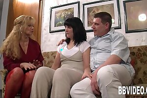 German milfs sharing a lucky dude